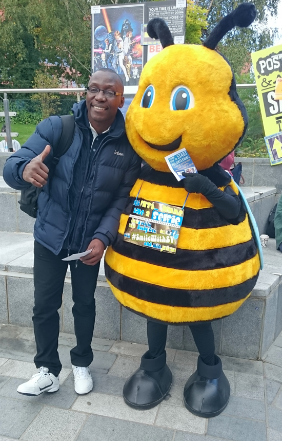 Evans Baines-Johnson poses with bee mascot at Sheffield University