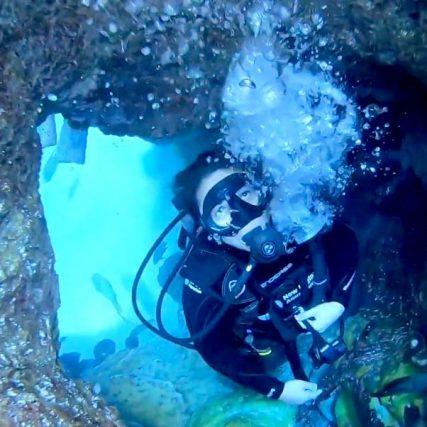 Anna Oposa scuba diving